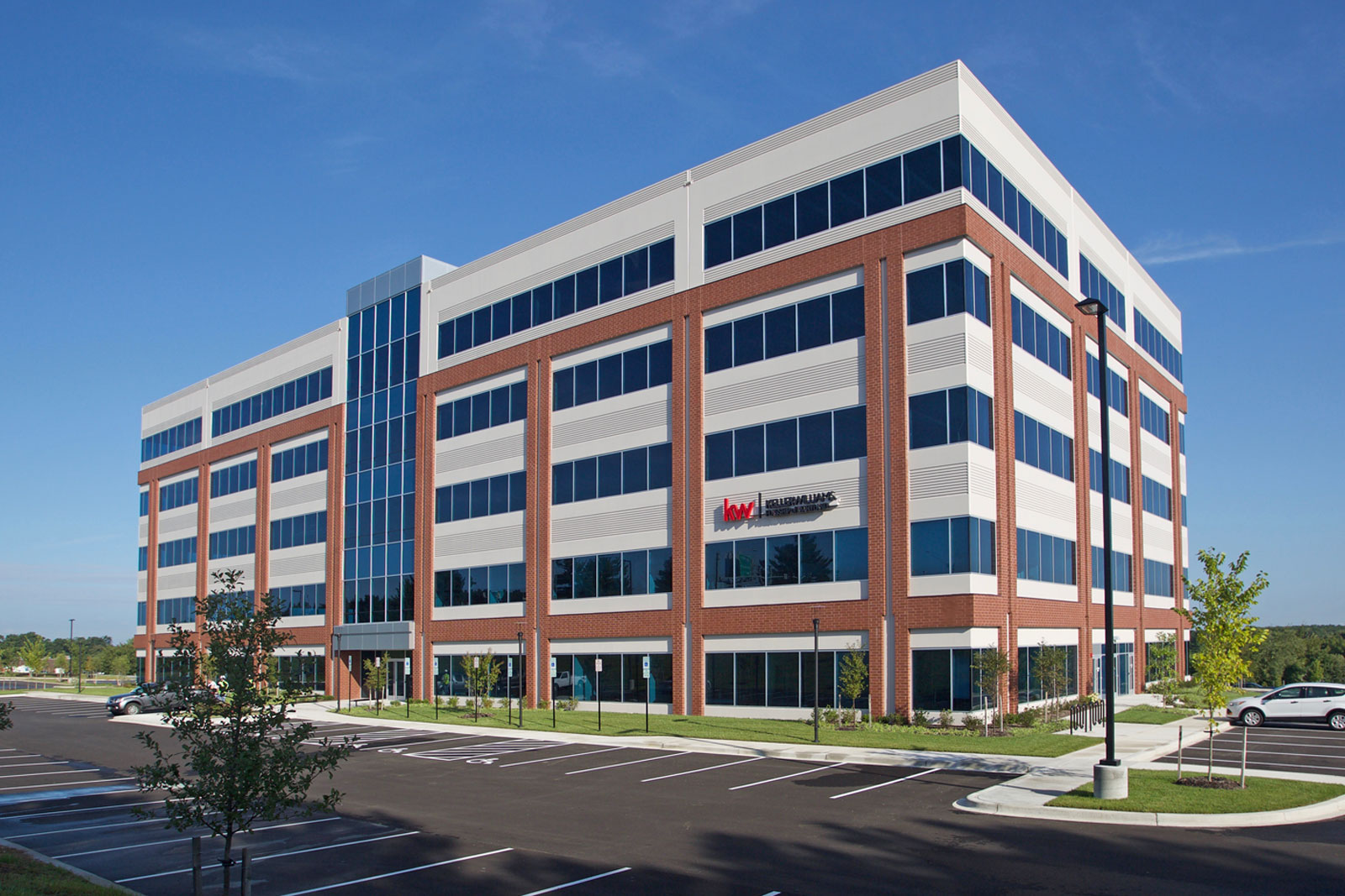 231 Najoles | 5-Story Office | I-97 Business Park